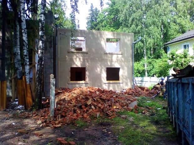 Полный или частичный демонтаж старых домов и дач