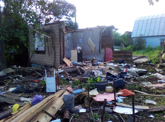 Уборка дачного участка от мусора