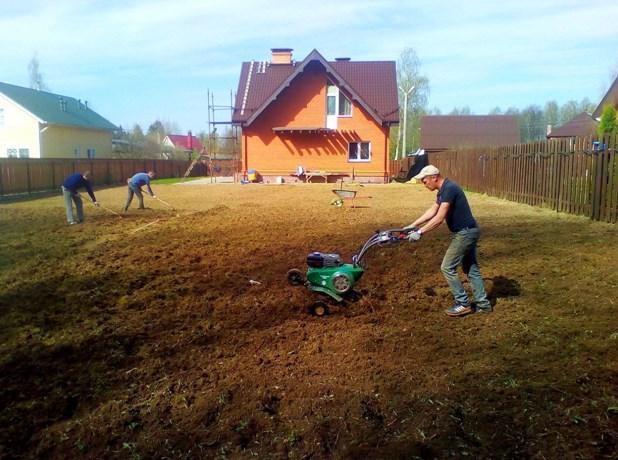 Выравнивание участка культивацией с использованием почвофрез