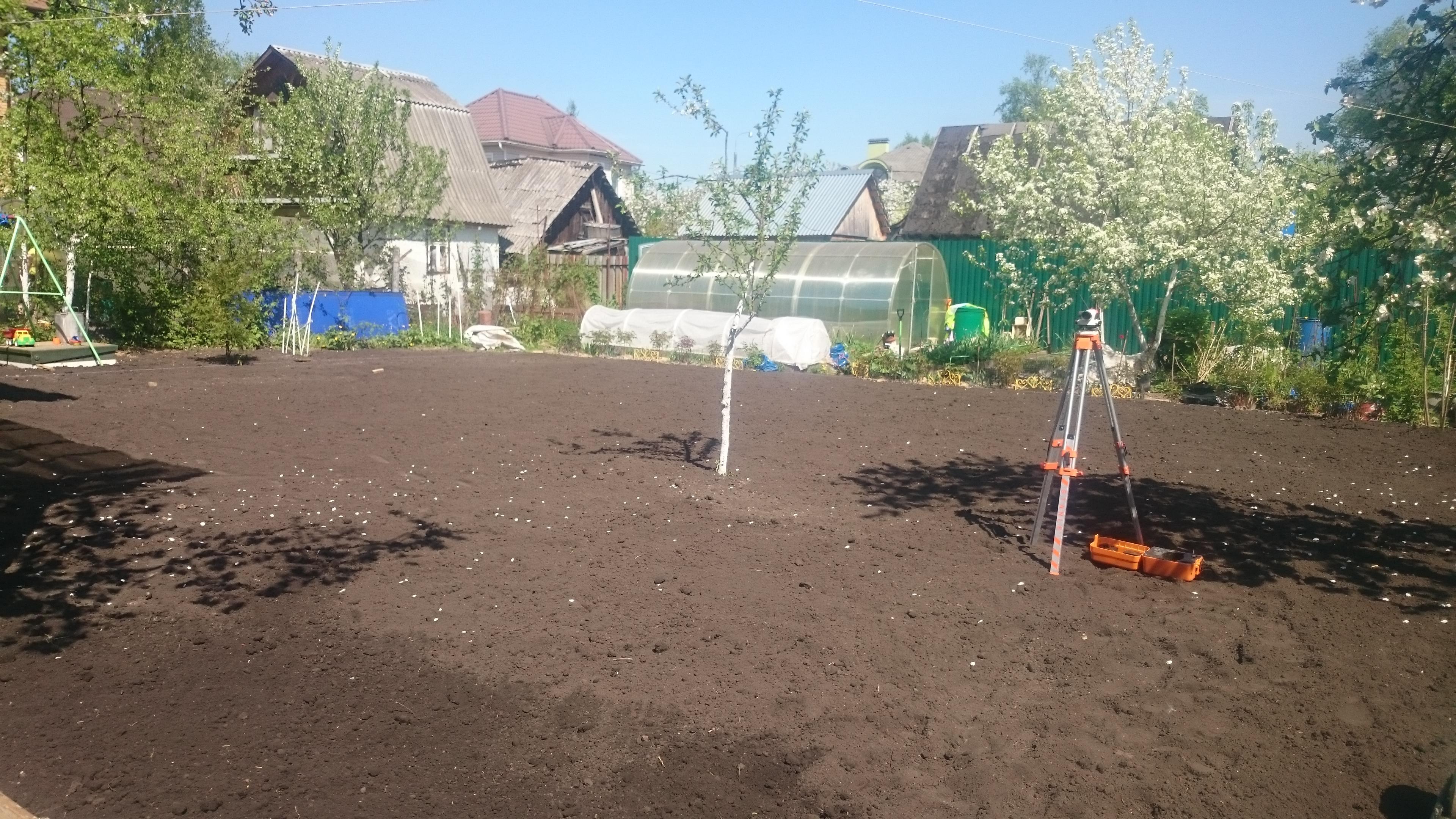 Выравнивание участка отсыпкой плодородного грунта в Толстопальцево