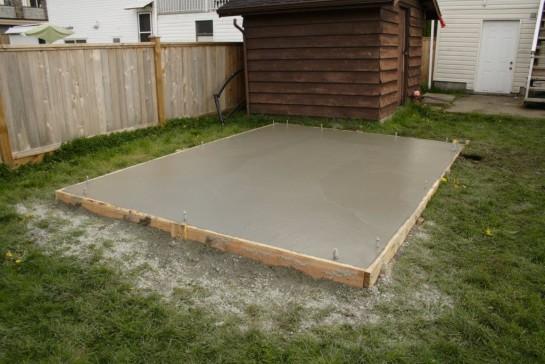 Заливка бетонной площадки во дворе