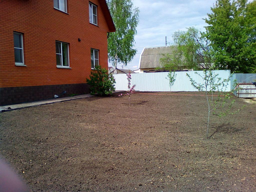Выравнивание с завозом плодородного грунта и посев газона в Голицыно