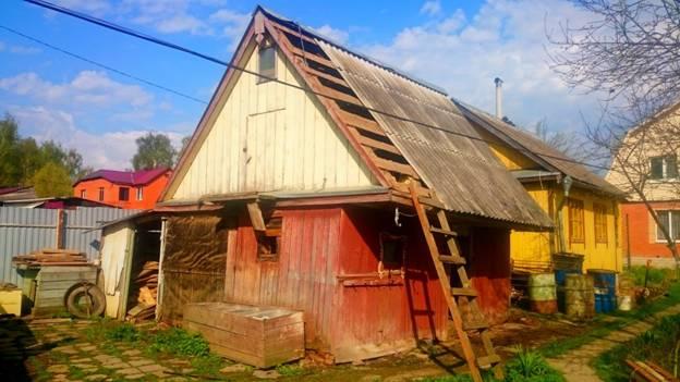 Снос старого дома из шпал в Домодедовском районе
