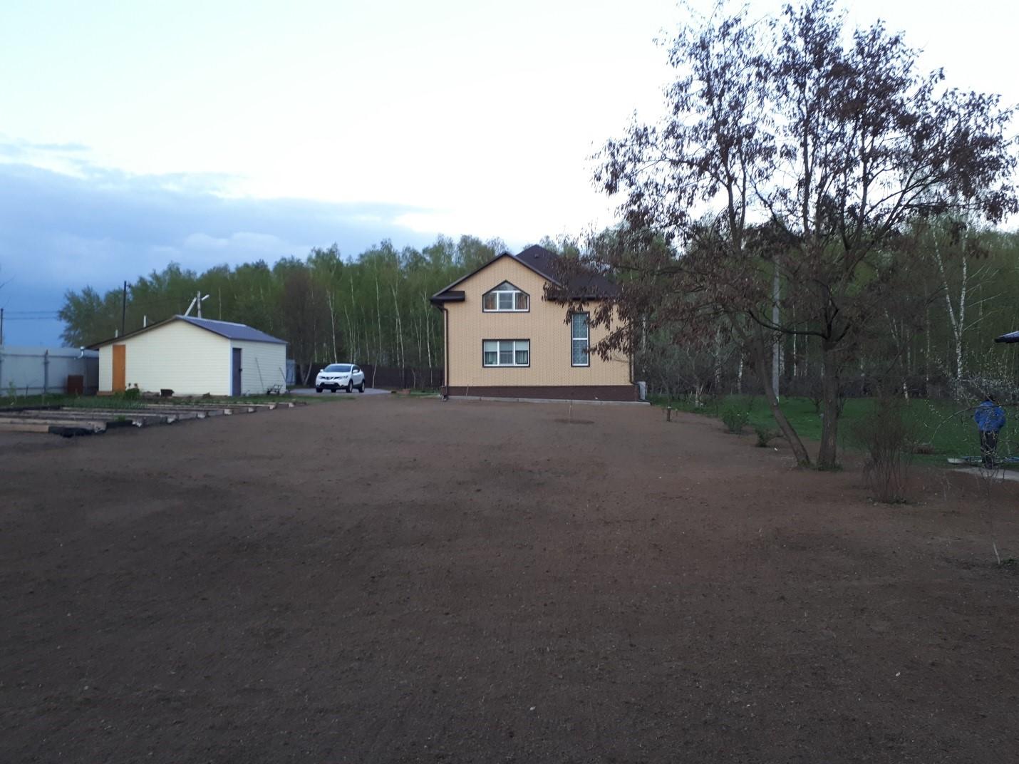 Выравнивание участка существующим грунтом в деревне Авдотьино. Устройство посевного газона.